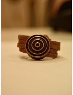 bage en suédine marron pour femme, bague réglable rond bronze mat gravure plusieurs ronds spirale style bohème chic