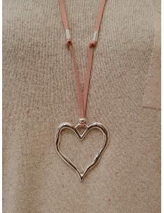 Sautoir fantaisie pour femme en suédine imitation daim pendentif long coeur martelé argenté cordon rose pale poudré bohème chic