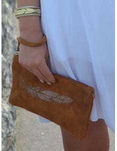 Pochette en cuir avec plume en strass couleur Camel marron
