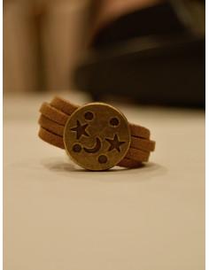 Bague en suédine marron gravure lune et étoiles - Bronze