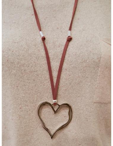 Sautoir fantaisie pour femme en suédine imitation daim pendentif long coeur martelé argenté cordon marron bohème chic