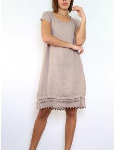 Robe en lin taupe avec dentelle macramé