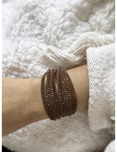 Bracelet large pour femme double tour avec strass ton sur ton marron