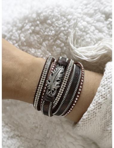 Manchette aimantée pour femme en cuir nacré avec plume argent bracelet avec aimant strass et clous