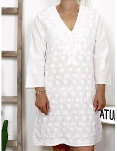 Robe 100 % coton col V broderies et dentelles - Blanche