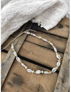 Collier choker véritable coquillage cauris et perle en bois