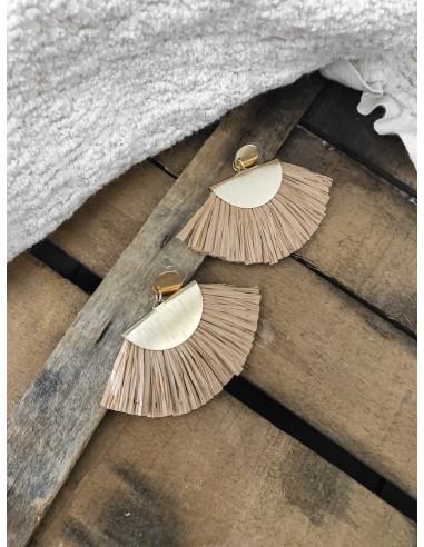 Boucles d'oreilles raphia pendantes dorées demi lune franges en raphia bohème chic