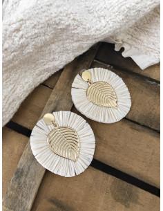 Boucles d'oreilles pendantes feuille dorée avec frange en raphia